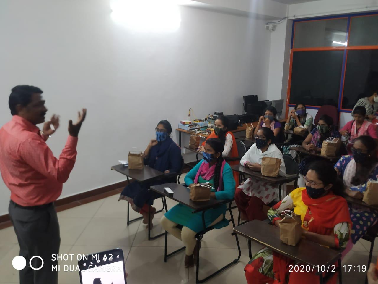 /media/Abalashrama/1NGO-00058-Abalashrama-Activities-Computer_Hardware_Training.jpeg