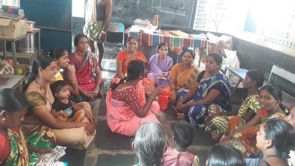 /media/People/People-Mothers_meeting.jpg