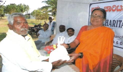 /media/ammact/1NGO_-_0000_-_Ammact_-_Distribution_of_Relief_Materials_-_Rural_Karnataka.jpg