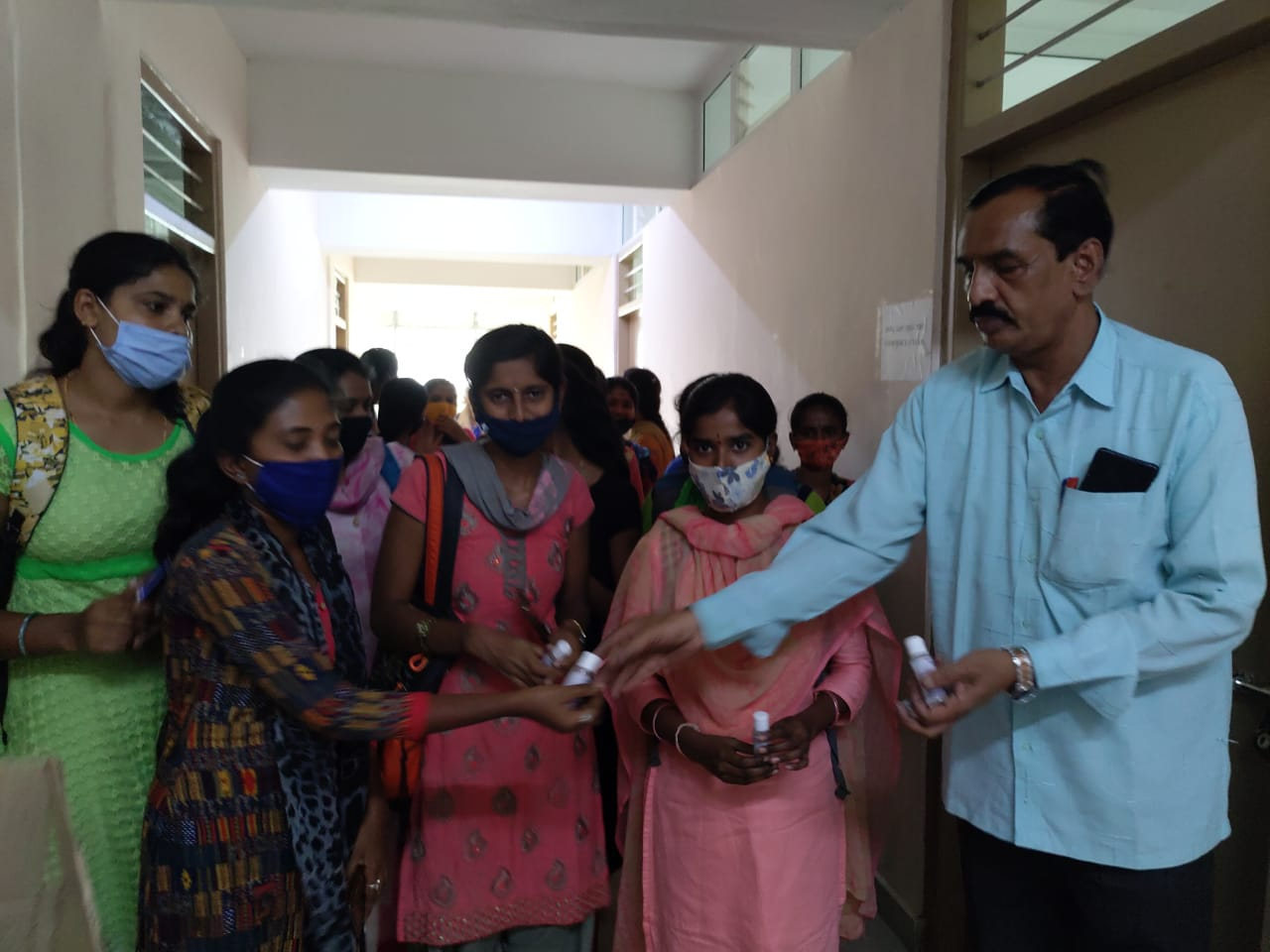 /media/burds/1NGO-00306-Bharath_Urban_And_Rural_Development_Trust-Activities-Sanitizers_Distribution.jpg