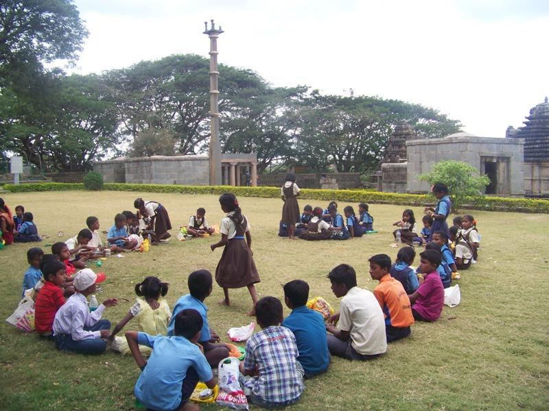 /media/jf/outdoor_visit_to_near_tempe_from_Maruthipura_children.jpg