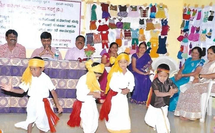 /media/karthik/1NGO-00286-Karthik_Samskruthika_Seva_Abhivruddi_Samsthe-Actiities-Childrens_Cultural_Program.jpg