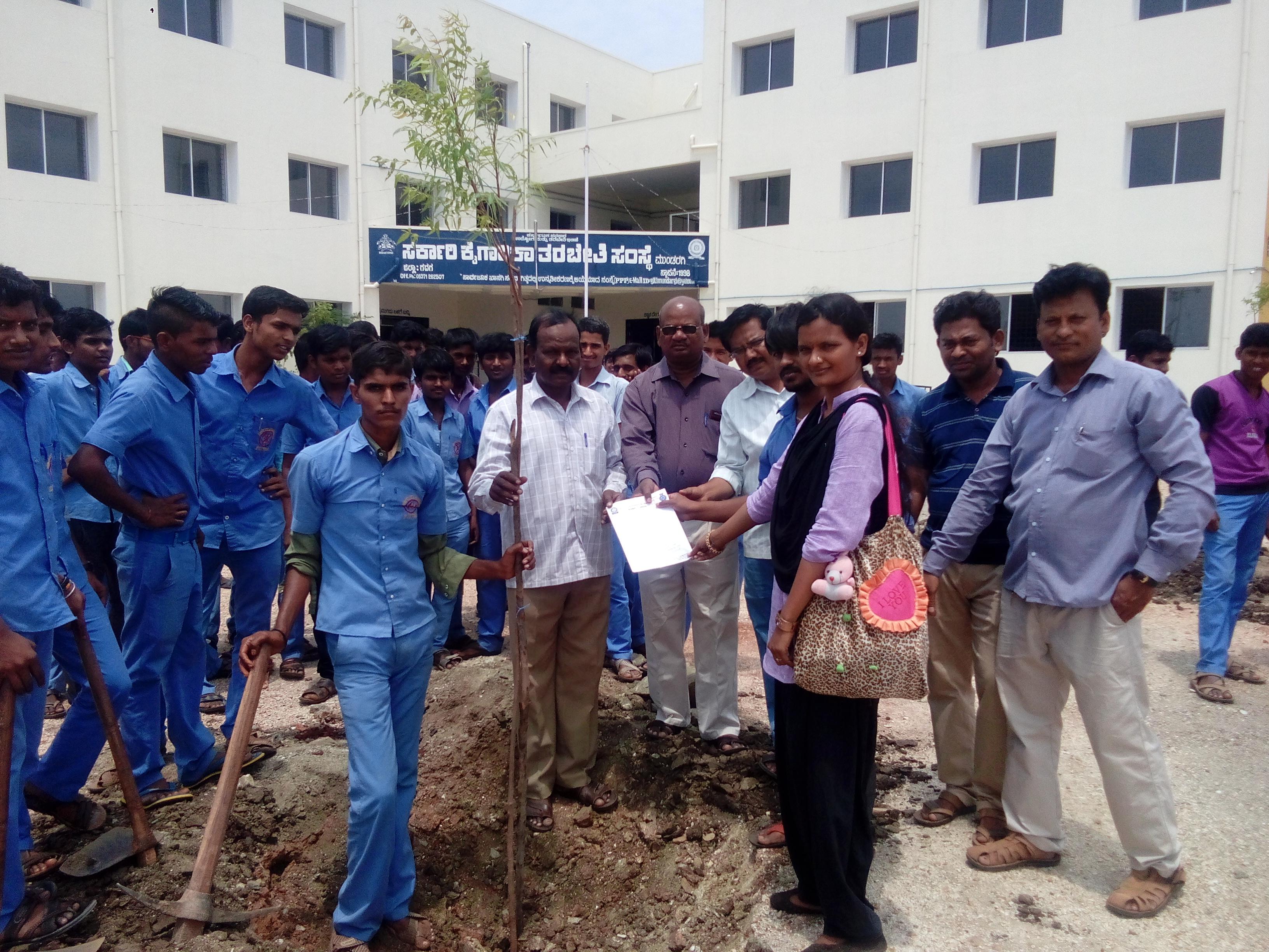 /media/nirmalavss/1NGO-00290-Nirmala_Vivedodeshagala_Seva_Samsthe-Activities-World_Environment_Day_Program.jpg