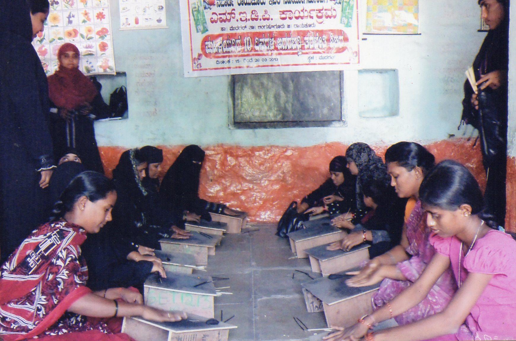 /media/sangameshwara/1NGO-00346-Sri_Sangameshwara_Education_and_Rural_Social_Welfare_Trust-Activities-MEDP_Training.jpg