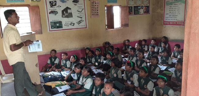 /media/ssrdsociety/1NGO-00402-Shri_Siddeshwar_Rural_Development_Society-Activities-Free_Education_To_Orphans.JPG