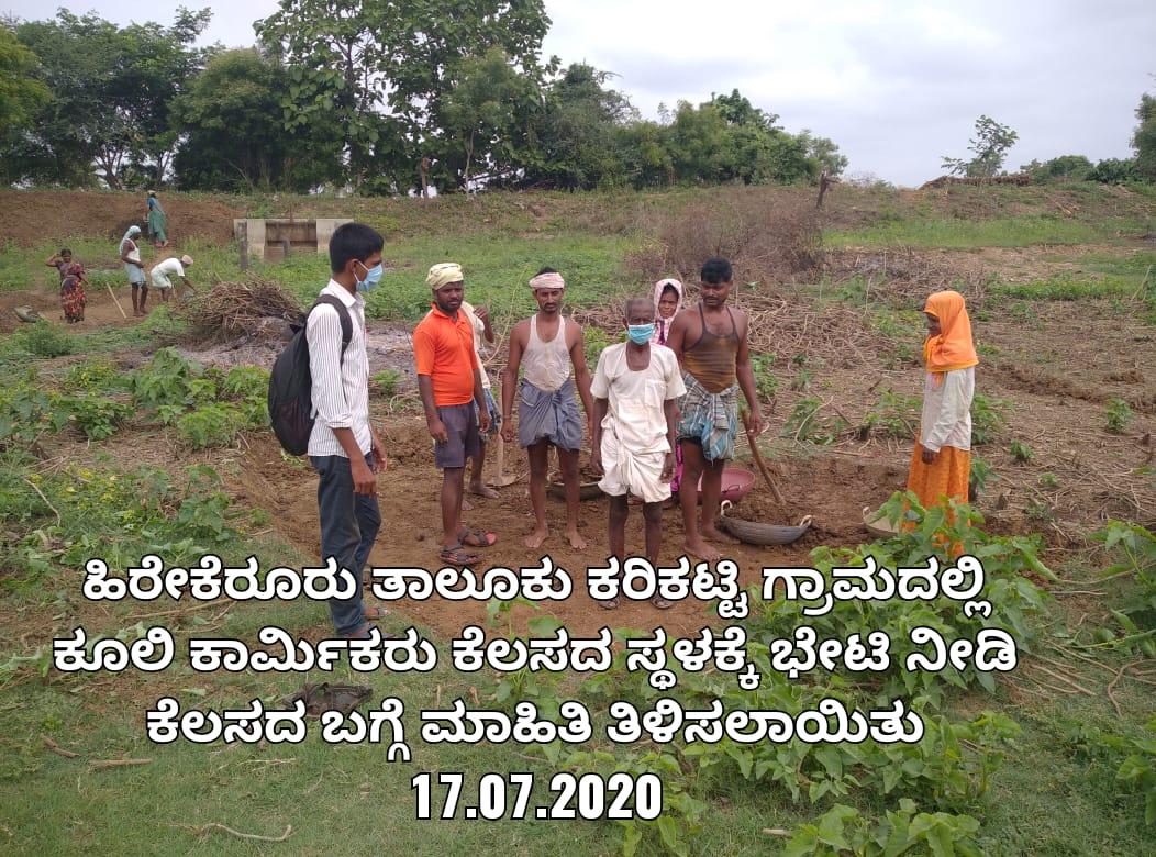 /media/varakhavi/1NGO-00276-Shri_Varakhavi_Sarvangnya_Samsthe-Activities-Guiding_wage_workers.jpg